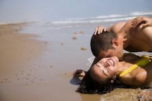 couple-amour-desir-libido-sexe-plage-mer